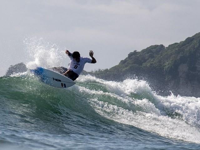 JO 2021 - Surf : Jérémy Florès et Johanne Defay qualifiés en 8es de finale