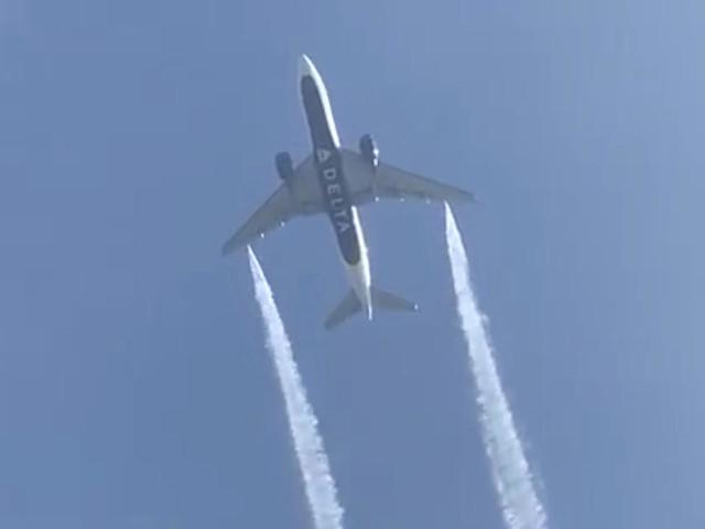 À Los Angeles, un Boeing largue du kérosène sur une cour d'école
