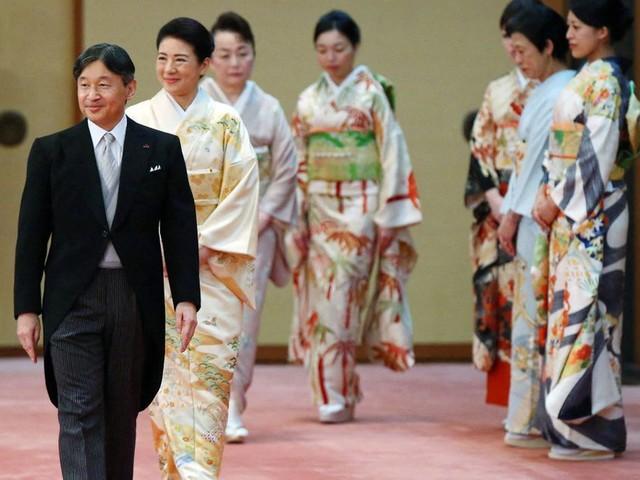 "Masako enfile un élégant kimono pour le dernier ""Kyoen-no-Gi"""