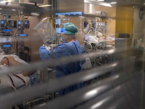 Coronavirus - BILAN MONDIAL: record de décès en Espagne, l'épidémie ralentit en Italie