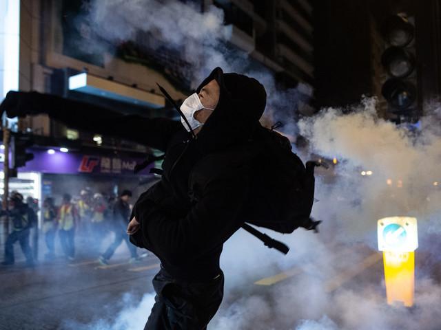 """Hong Kong: Noël """"gâché"""" par des """"émeutiers irresponsables"""", fustige le pouvoir"""