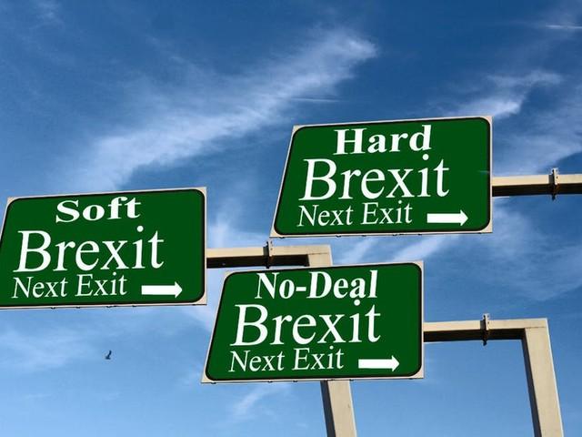 Brexit sans accord : les ressortissants britanniques pourront demander leur titre de séjour en ligne