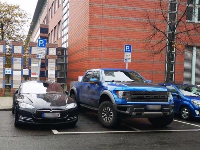 Berlin : un pickup qui gêne la recharge électrique est mis en fourrière