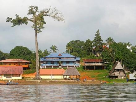 Embarquement immédiat pour une croisière en Guyane sur le Maroni
