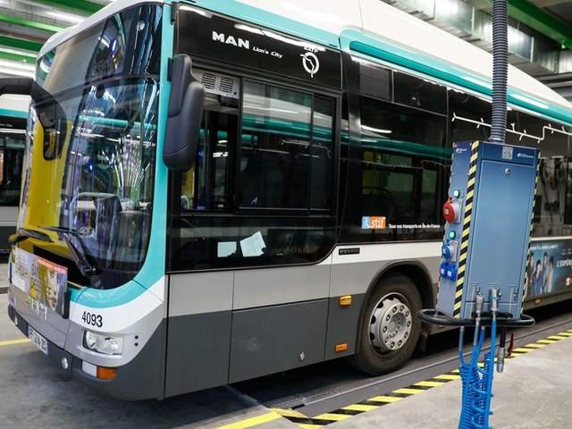 Val-de-Marne : près de 50 000 signatures pour soutenir le chauffeur de bus qui a mis une gifle à un collégien à Arcueil