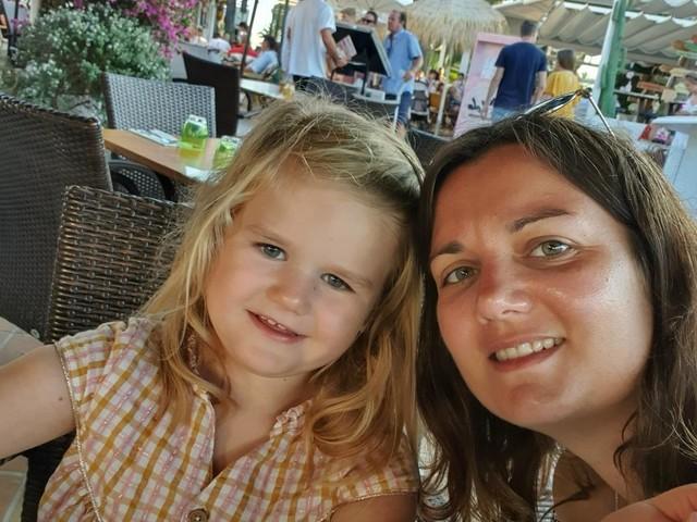 En Gironde, le combat des parents d'Elina pour faire connaître la maladie génétique de leur fille
