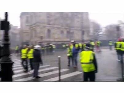 VIDEO.- Paris : la place de l'Etoile sous le feu des casseurs