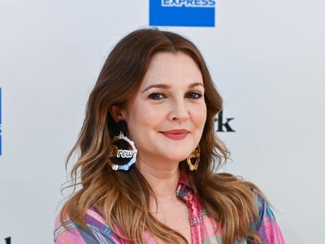 Drew Barrymore a-t-elle eu recours à la chirurgie esthétique ? L'actrice répond sans détour