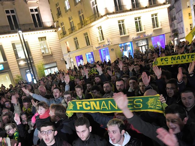 VIDÉO - Nantes : des centaines de fans rendent hommage à Emiliano Sala
