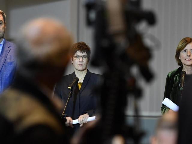 Allemagne: accord sur les retraites, la coalition de Merkel évite une crise majeure