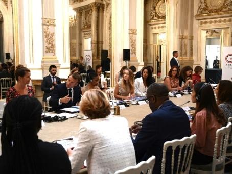 """A la veille du G7, Macron appelle à """"une refondation de notre organisation internationale"""""""