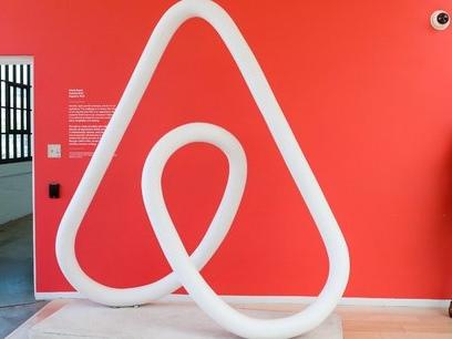Après une série d'incidents, Airbnb promet de vérifier ses 7 millions de locations