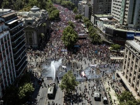 Chili: la crise sociale perdure, Piñera évoque la fin de l'état d'exception