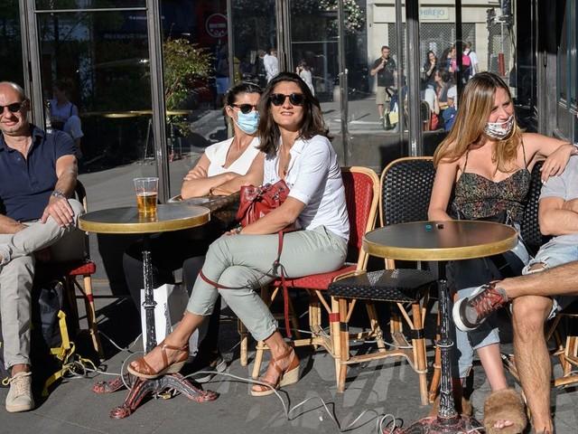 À Paris, l'extension gratuite des terrasses de bars et restaurants annoncée par Hidalgo