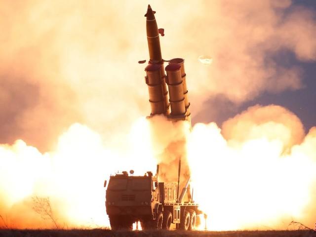 """La Corée du Nord teste un """"lanceur de missiles multiples"""" le jour de Thanksgiving"""