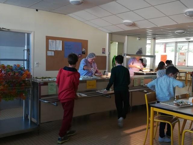 A Bourg-de-Péage, la nourriture non consommée dans les cantines est redistribuée aux plus démunis