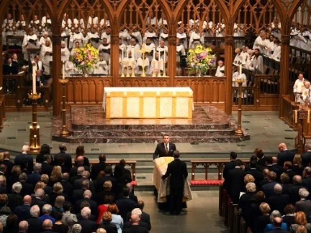 Hommage rempli d'émotion pour l'ancienne Première dame Barbara Bush