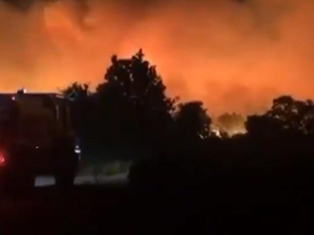 Plus de 3.500 hectares parcourus par un violent incendie dans le Var: 750 pompiers mobilisés , des milliers de personnes évacuées (vidéos)