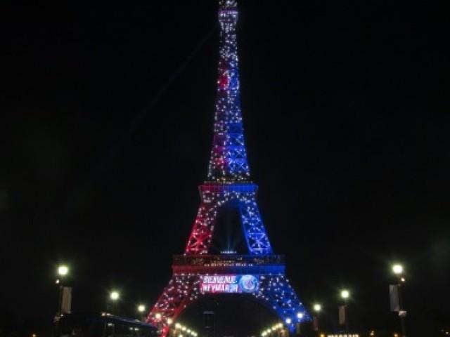 Tour Eiffel: un homme porteur d'une arme blanche interpellé