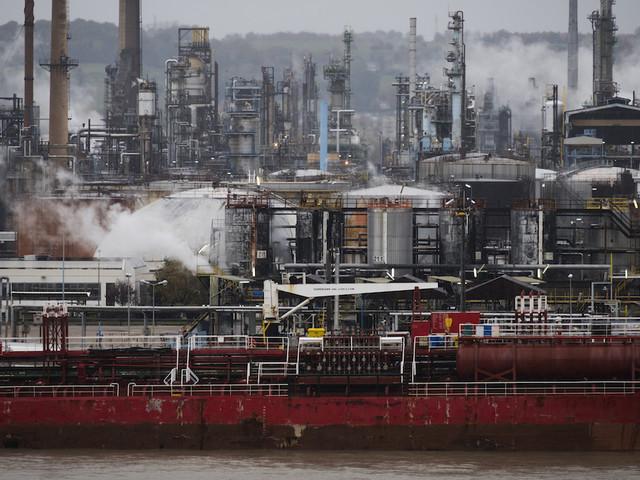 Pourquoi le prix du carburant aurait pu baisser... sans les taxes du gouvernement