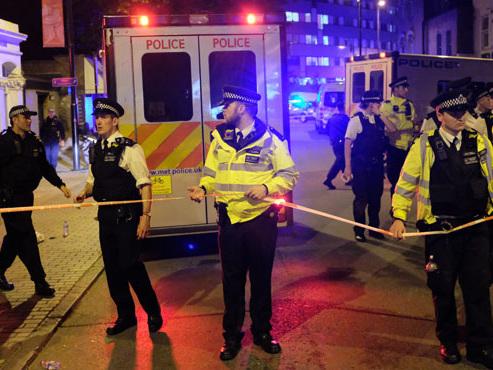 Plusieurs personnes fauchées par une camionnette à la sortie d'une mosquée à Londres: un mort et 8 blessés