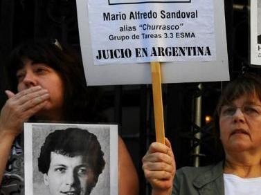 Dictature argentine: l'ex-policier Mario Sandoval extradé par la France vers Buenos Aires