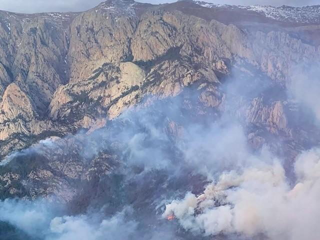 EN DIRECT - Incendies en Corse : les habitants d'un village confinés