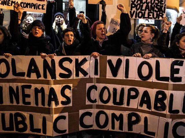 Des féministes bloquent une avant-première du «J'accuse» de Polanski à Paris: «Polanski violeur, cinémas coupables et public complice!»