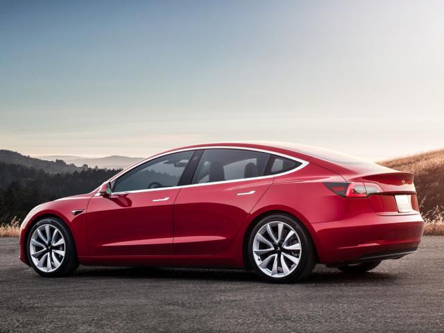 Tesla : une nouvelle Model 3 «mid-range» plus arnaqueuse que prometteuse