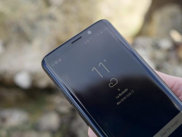 Samsung teste l'incrustation de la caméra frontale dans l'écran