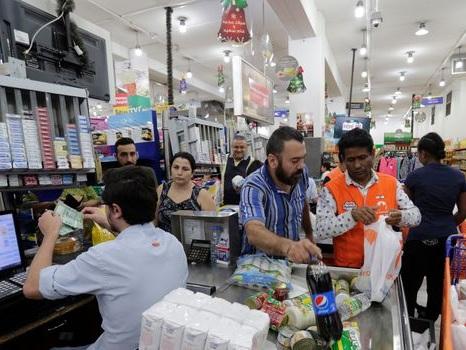 Contestation au Liban: fermeture de stations-service et hausse des prix