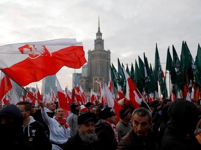 Pologne: des milliers de nationalistes défilent à Varsovie