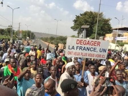 Présence française : Anniversaire contrasté