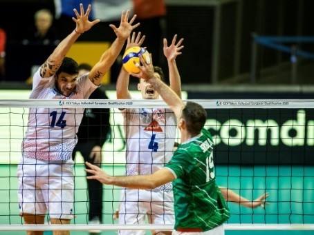 Volley: Battue par la Bulgarie, la France reste en course pour les JO