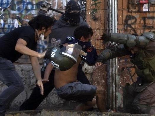 Chili : le président condamne les violences policières, une première depuis le début de la contestation
