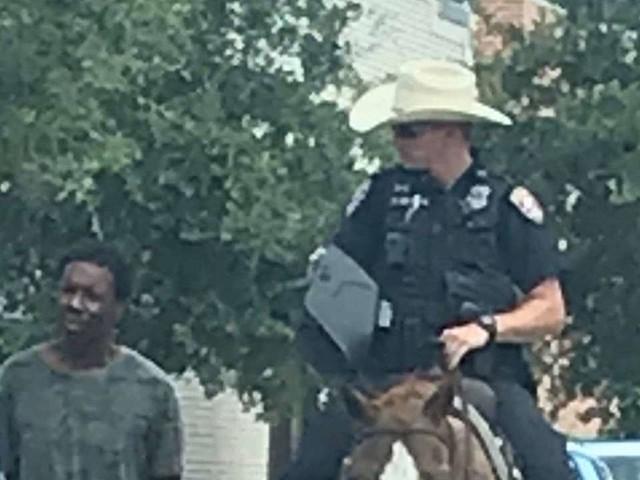 Au Texas, des policiers tirant un homme noir par une corde accusés de racisme