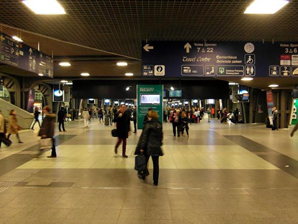 «Vous lui faites mal»: un homme âgé violemment interpellé dans un train à Bruxelles – vidéos