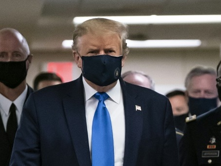 Virus: Trump masqué pour la première fois, record de contaminations aux Etats-Unis