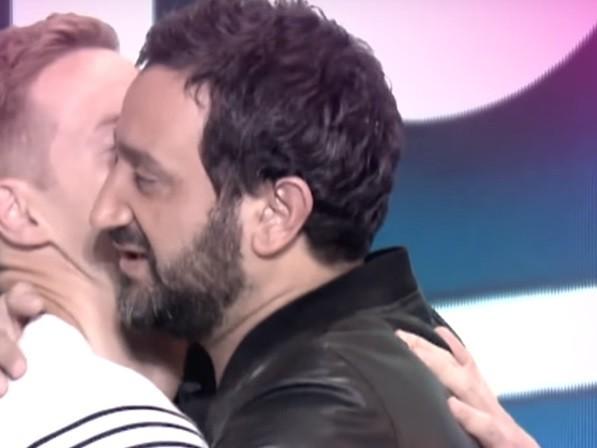 Touche pas à mon poste : Matthieu Delormeau embrasse Cyril Hanouna en plein direct