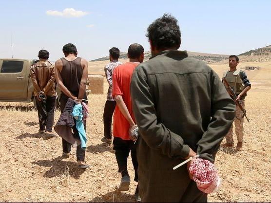 Onze présumés jihadistes français renvoyés en France par la Turquie