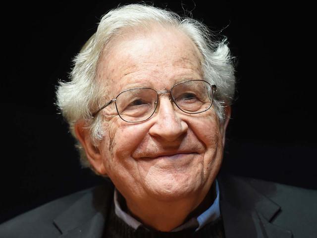 Noam Chomsky, 90 ans : A propos d'Orwell, des chauffeurs de taxi, et du rejet de l'endoctrinement. Par John Nichols