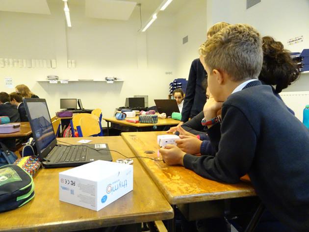 Manque d'informaticiens? Dans cette école bruxelloise, les enfants apprennent à programmer un robot dès la maternelle