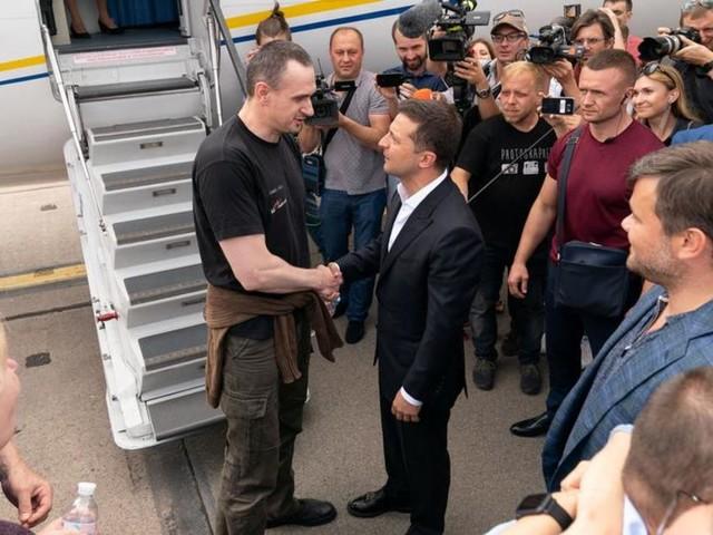 Échange de prisonniers avec la Russie: une victoire pour le président Zelensky mais à quel prix?