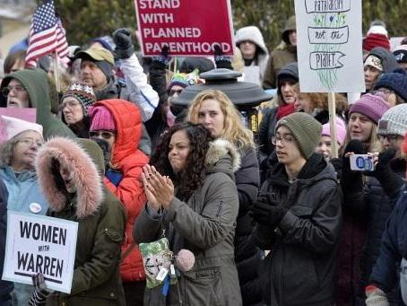 """Washington: la """"Marche des femmes"""" a rassemblé des milliers de personnes samedi"""