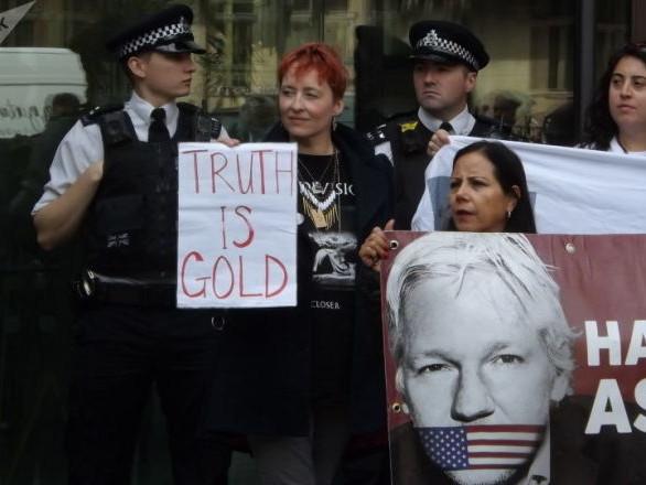 Père d'Assange: «J'ai simplement une tâche, la cause noble du combat pour mon enfant» - exclusif