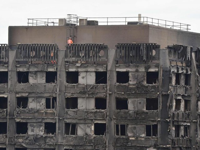 58 disparus de l'incendie de la tour Grenfell à Londres sont présumés morts