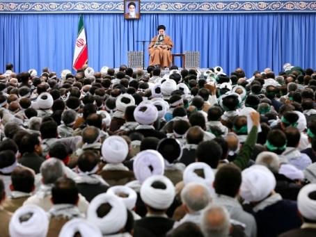"""Emeutes: les Iraniens ont déjoué un """"complot dangereux"""" selon le guide suprême"""