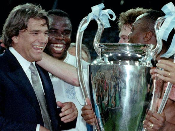 Bernard Tapie accusé d'avoir corrompu un match clé de la Ligue des champions gagnée par l'OM en 1993