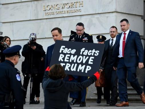 Assaut républicain contre un officier au témoignage accablant pour Trump