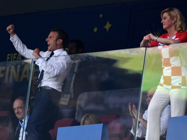 Emmanuel Macron complice avec la présidente croate : sa femme Brigitte moquée sur la Toile
